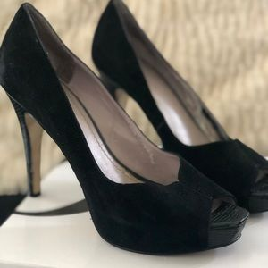 Black open toe suede pump, size 7